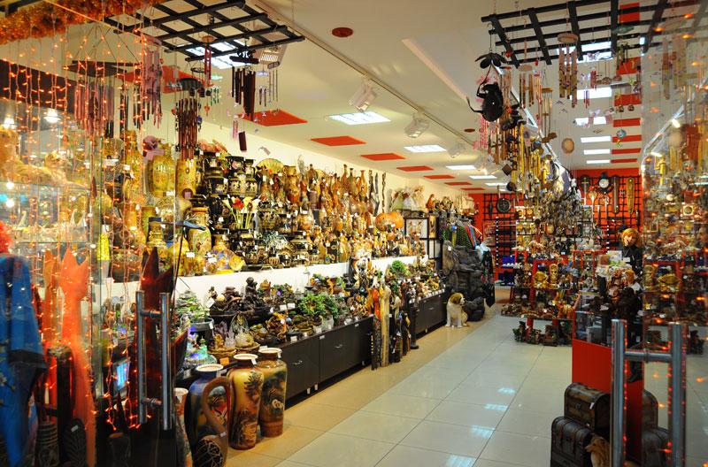 Ассортимент товара в магазинах подарков